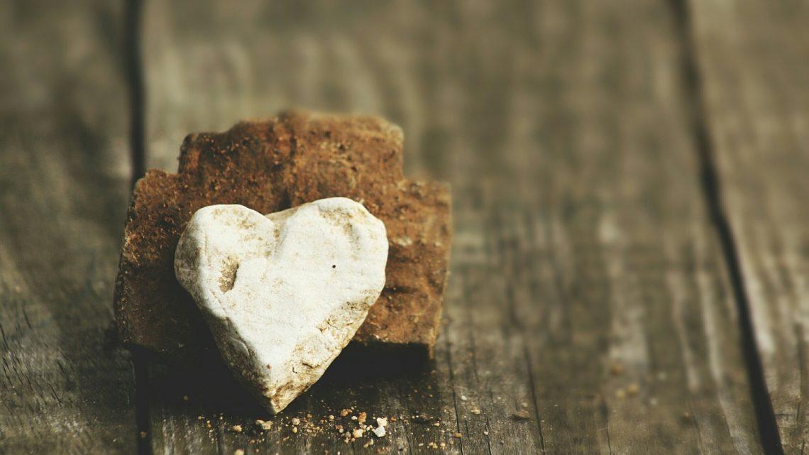O amor vive de migalhas?